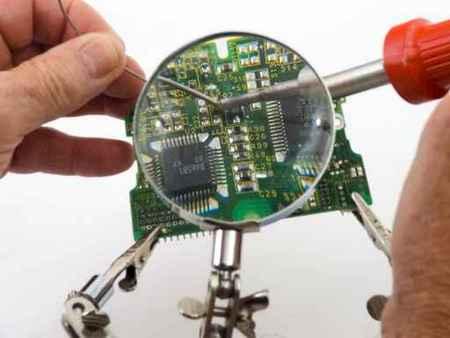 soldering pc board.jpg