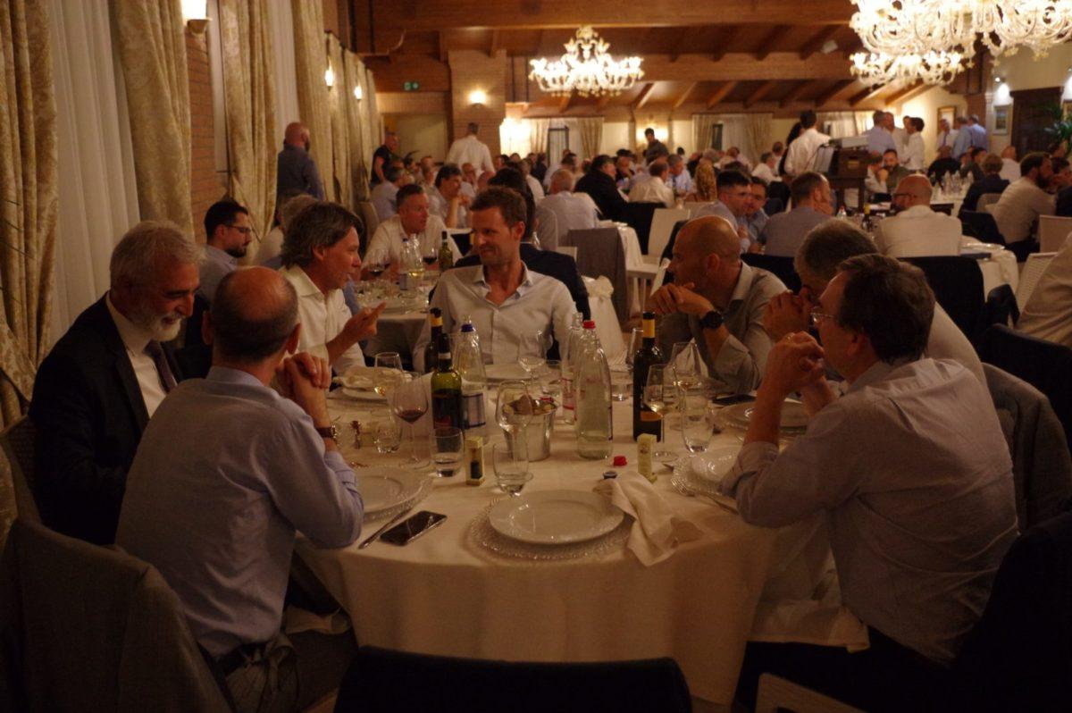 Tavoli e sala della cena di Gala Assodel